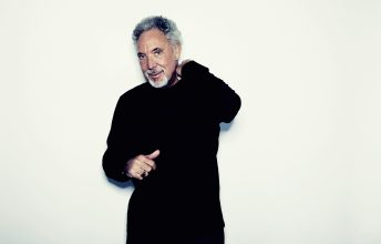 der-tiger-tom-jones-schnurrt-am-7-juli-2019-in-linz