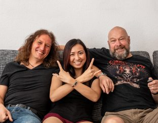 Roland im Interview mit der Symphonic Metal Band Brocelian aus München – Auf a Bier bei mir