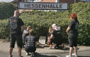 treue-fans-des-ehrlich-laut-festivals-im-hessischen-alsfeld-tragen-ihre-erinnerungen-zu-grabe