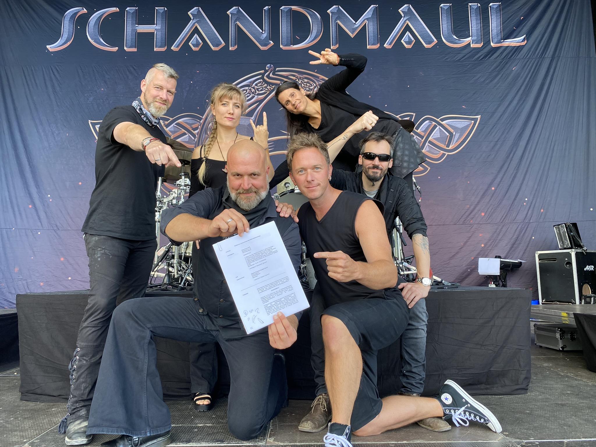 schandmaul-unterschreiben-bei-napalm-records