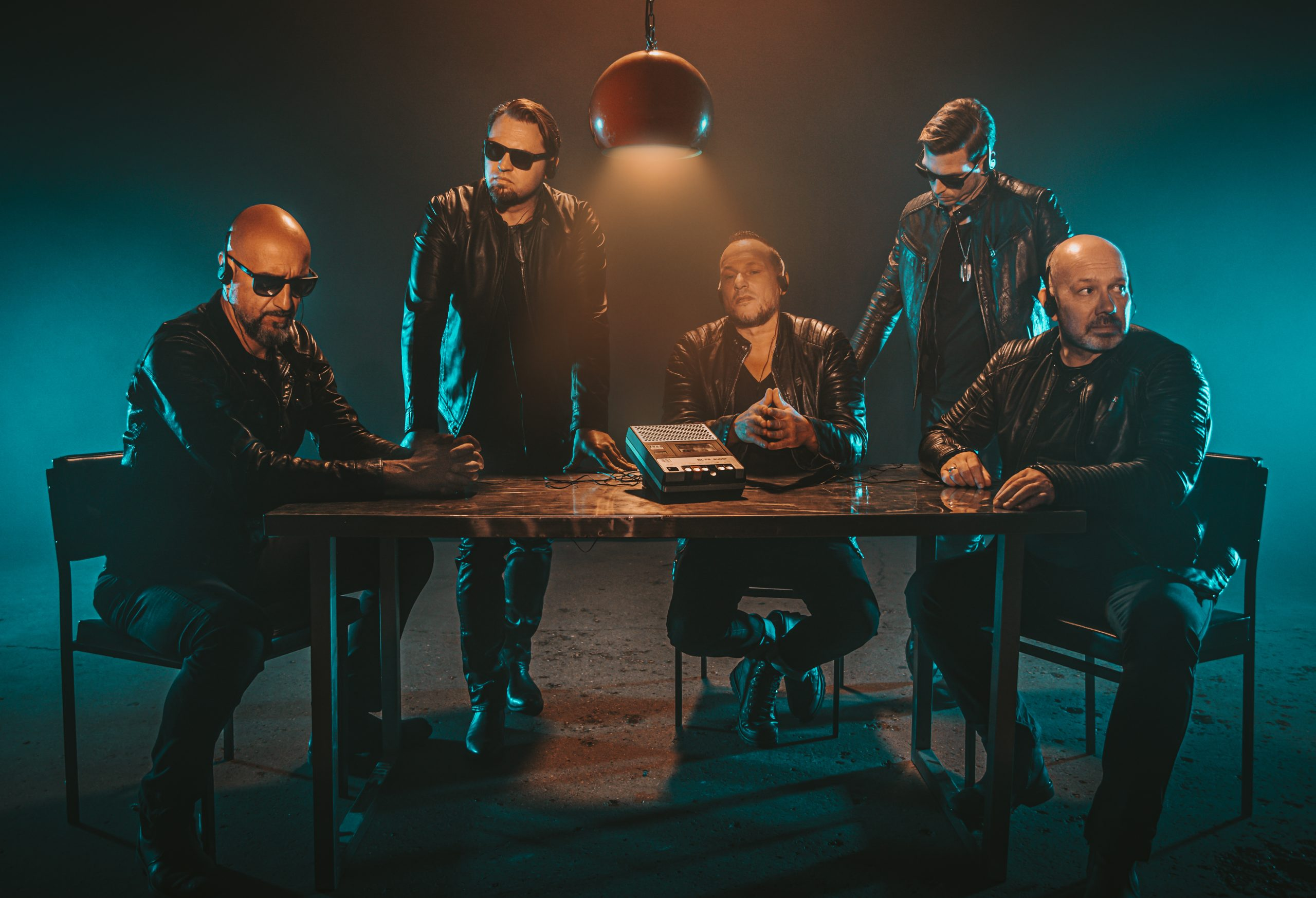doppelschlag-bei-eisbrecher-neues-album-schicksalsmelodien-erscheint-am-23-10-20-das-8-studioalbum-folgt-im-maerz-21